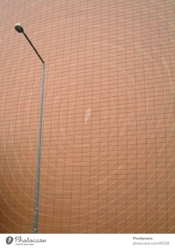 Laterne, Laterne Backstein Wand Straßenbeleuchtung einzeln Einsamkeit Single