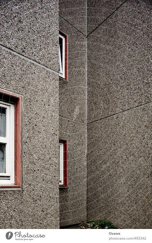 Waschbeton Haus Fenster Architektur Gebäude Textfreiraum Fassade grau trist Beton Wohnhaus Wohnhochhaus Plattenbau Bildausschnitt Fuge Betonplatte