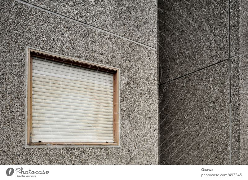 Waschbeton Haus Stadtrand Menschenleer Gebäude Architektur Mauer Wand Fassade Fenster Stein Beton trist grau Langeweile Plattenbau Wohnhaus Wohnhochhaus