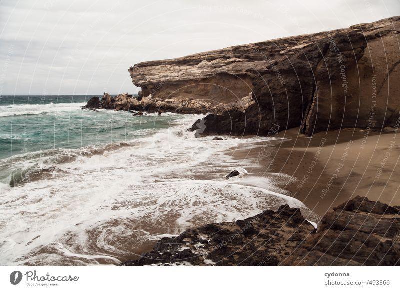 Wilde Küste Ferien & Urlaub & Reisen Abenteuer Ferne Freiheit Sommerurlaub Umwelt Natur Landschaft Wasser Horizont Wind Felsen Wellen Strand Bucht Meer Bewegung