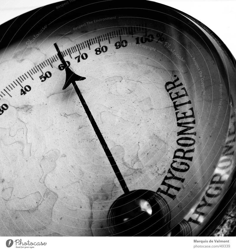 Analog lebt länger... III alt Wetter rund analog historisch feucht Anzeige Messinstrument Skala staubig Messanzeige