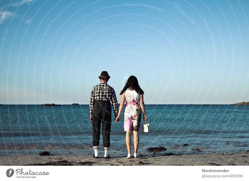 Harmlos.... Lifestyle Ferien & Urlaub & Reisen Tourismus Ruhestand Mensch Frau Erwachsene Mann Paar 2 Schönes Wetter Strand Meer Bekleidung beobachten stehen