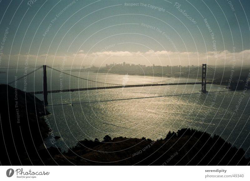 The Bridge Golden Gate Bridge San Francisco Kalifornien Nebel Brücke morgends Bucht bay Straße Autobahn Wasser reflektion