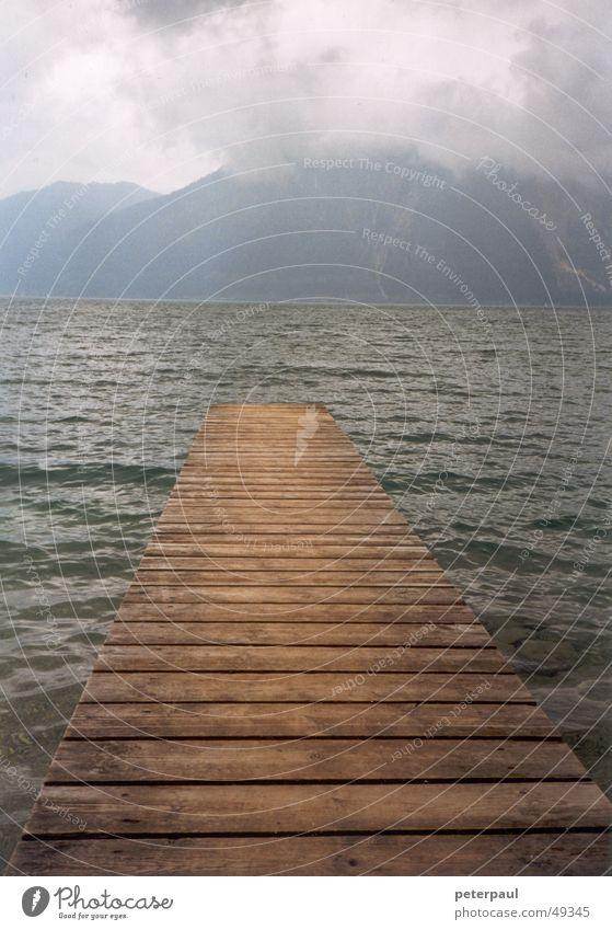 Badesteg Walchensee See Gebirgssee Wellen Wolken Holz Holzbrett Berge u. Gebirge Steg Wasser Balken Perspektive Wege & Pfade