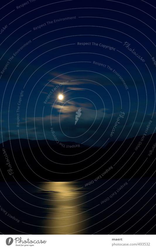 Mondlandschaft Landschaft Wasser Himmel Wolken Nachthimmel Vollmond Hügel Fjord blau schwarz Stimmung ruhig Hardangerfjord Farbfoto Außenaufnahme Menschenleer