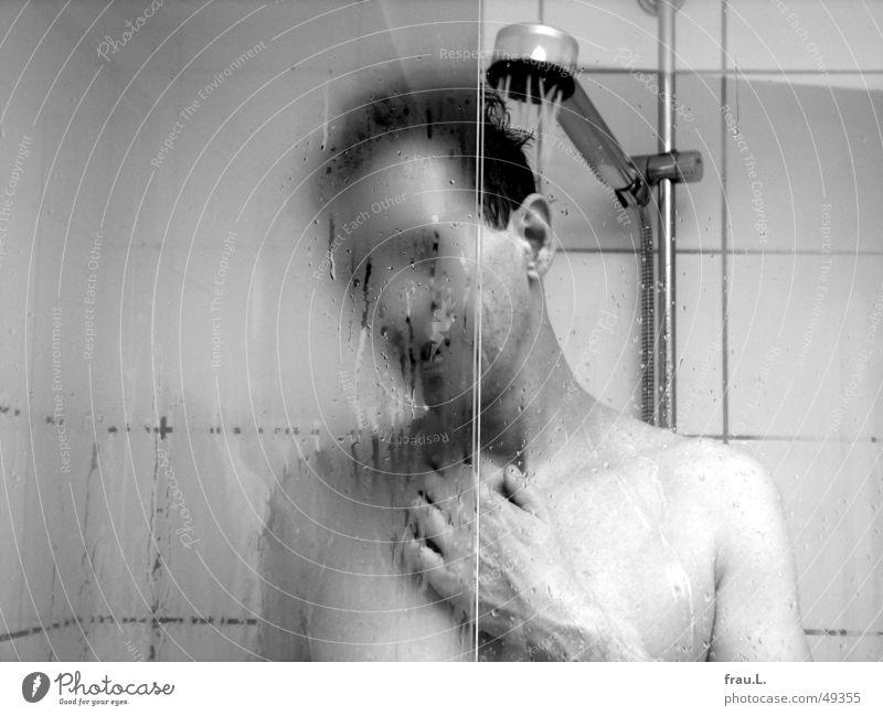 morgens Glastür Dusche (Installation) aufwachen Mann Bad Waschen Duschkopf Fliesen u. Kacheln Trinkwasser Kondenswasser nackt Körperpflege Tür Morgen genießen