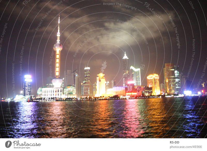 Skyline Shanghai über den Huangpu Wasser China Nacht Huang Pu Fluß