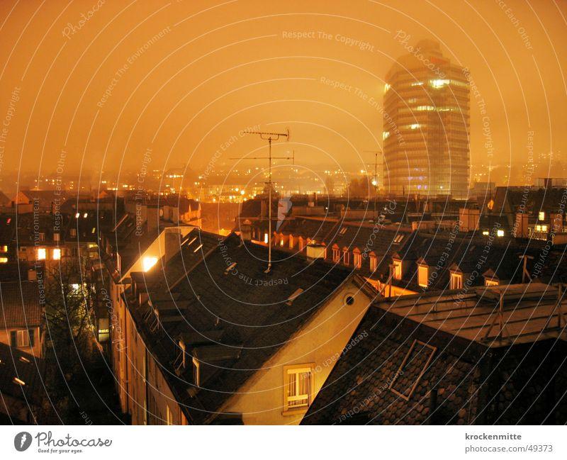 Über den Dächern Baum Stadt Haus Fenster orange Nebel Hochhaus Dach Turm Schweiz Backstein Vorhang Schornstein Abenddämmerung Antenne Zürich