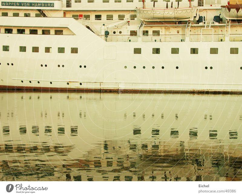 Spiegelschiff Wasserfahrzeug Reflexion & Spiegelung Bremerhaven Meer Kreuzfahrt unschuldig besinnlich Hafen Nordsee Ferien & Urlaub & Reisen ruhig