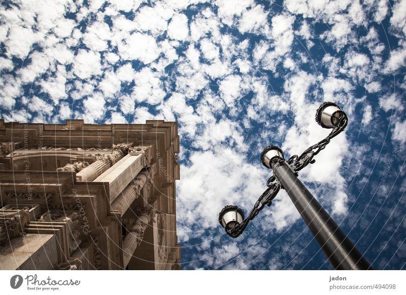 leuchtkörper. Häusliches Leben Dekoration & Verzierung Lampe Beleuchtungselement Kunst Himmel Wolken Schönes Wetter Sevilla Altstadt Haus Gebäude Architektur