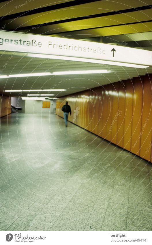 unterführung III Beleuchtung Eisenbahn Stuttgart London U-Bahn Wegweiser London Underground S-Bahn Symbole & Metaphern Unterführung Stuttgart Hauptbahnhof