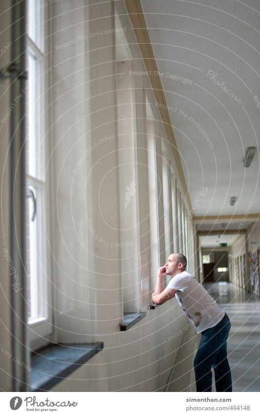 Uni Einsamkeit träumen Schule Business Büro Erfolg Perspektive Zukunft lernen Studium Pause Schulgebäude Wunsch Bildung Student Erwachsenenbildung