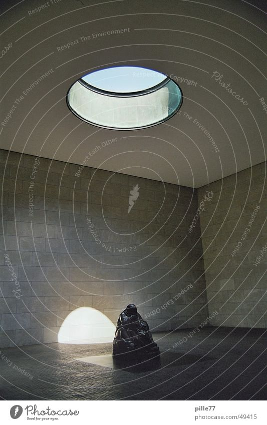 Neue Wache Mann Himmel weiß ruhig Berlin Gebäude Beleuchtung klein sitzen Bodenbelag dick Loch Decke erinnern Opfer widersetzen