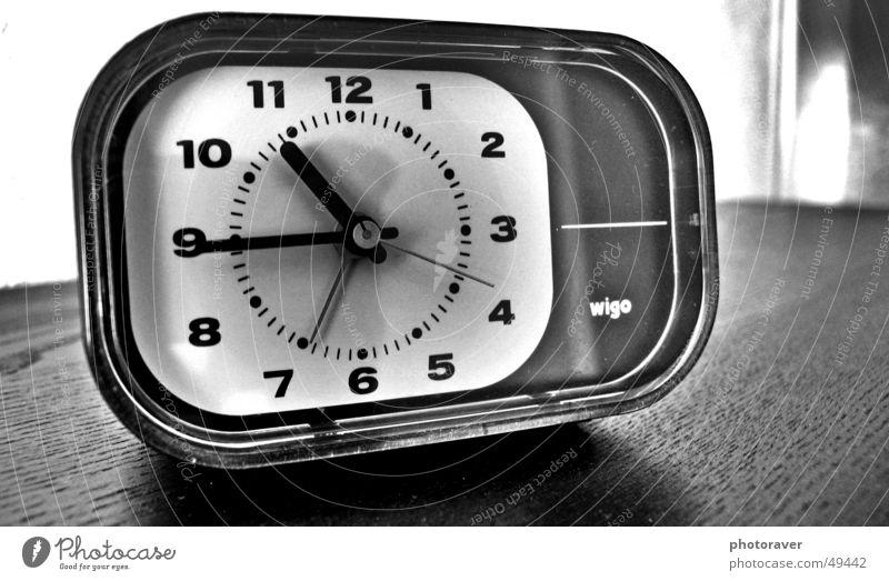 Retro Wecker retro old-school Zeit schwarz weiß Uhr Tisch wigo