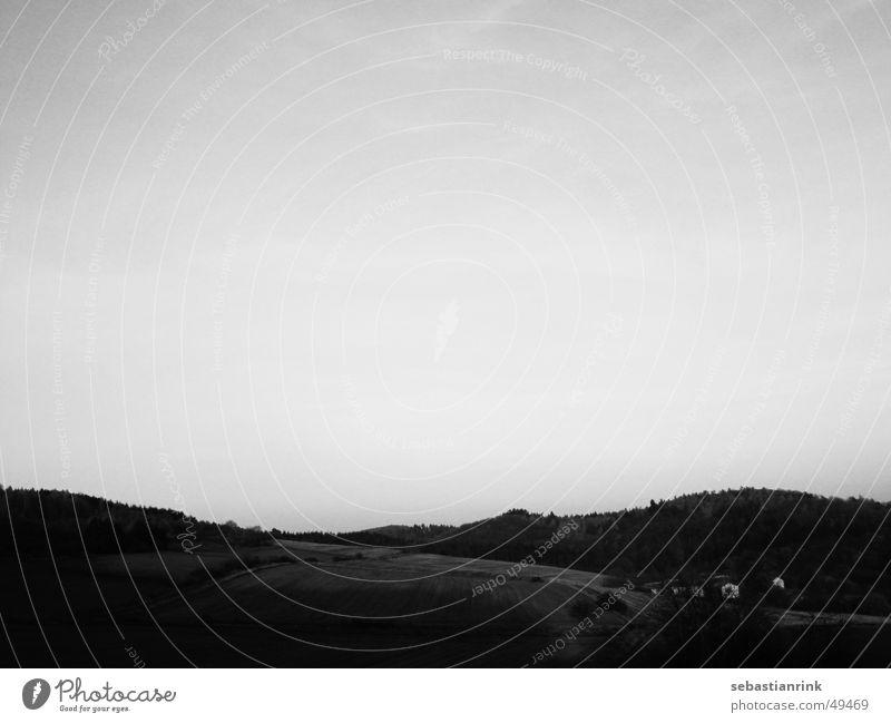 Blick übers Land Himmel Baum Haus Wolken Wald Wiese Berge u. Gebirge Feld Bauernhof Hügel Landwirtschaft Amerika Haushuhn Tal