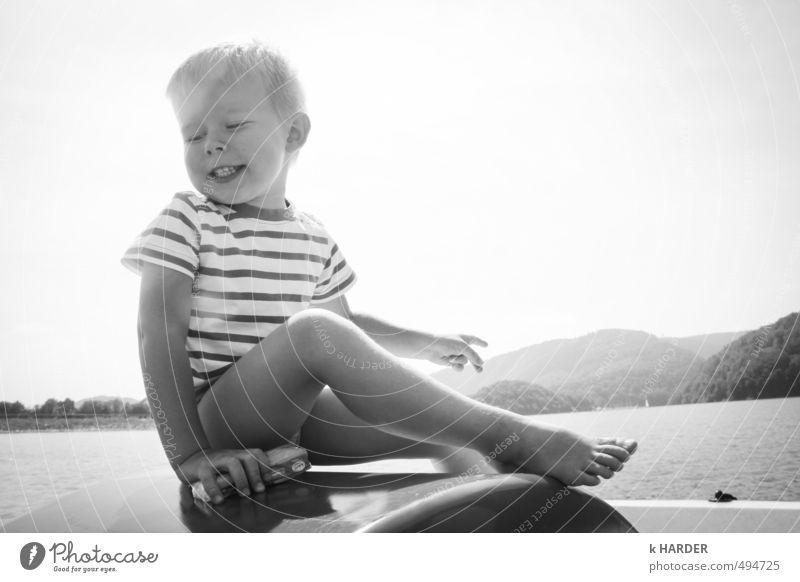 Seemann Mensch Kind Natur Wasser Sommer Landschaft Berge u. Gebirge Gefühle Junge Glück maskulin glänzend Kindheit Zufriedenheit sitzen