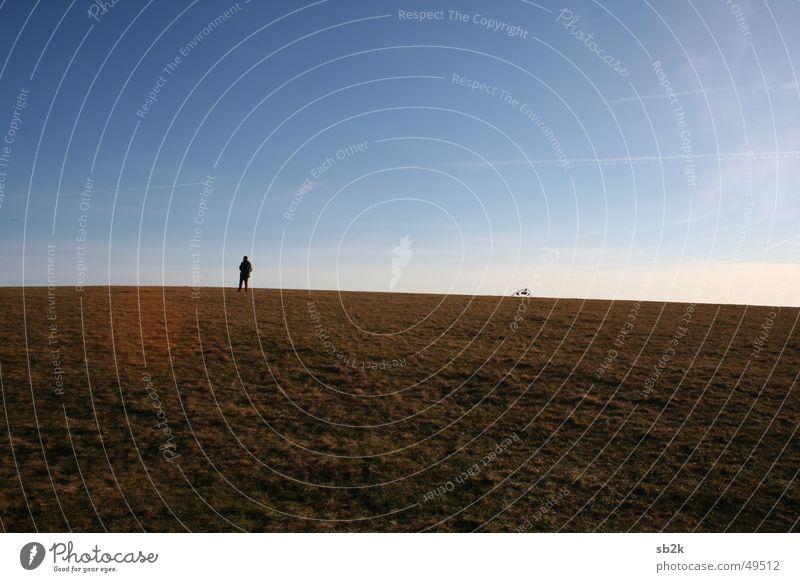 stehn und starten Drache Wiese Herbst steigen Schnur Wasserkuppe Mensch Himmel Bodenbelag fliegen Seil Rhön sebastian warten auf starten Wind kein wind