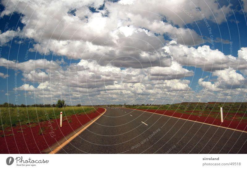 Great Northern Highway rot Horizont Wolken Monsun Regenwolken Gewitterwolken grün Port Hedland Ferne Straße Sand Himmel blau Autobahn Festessen
