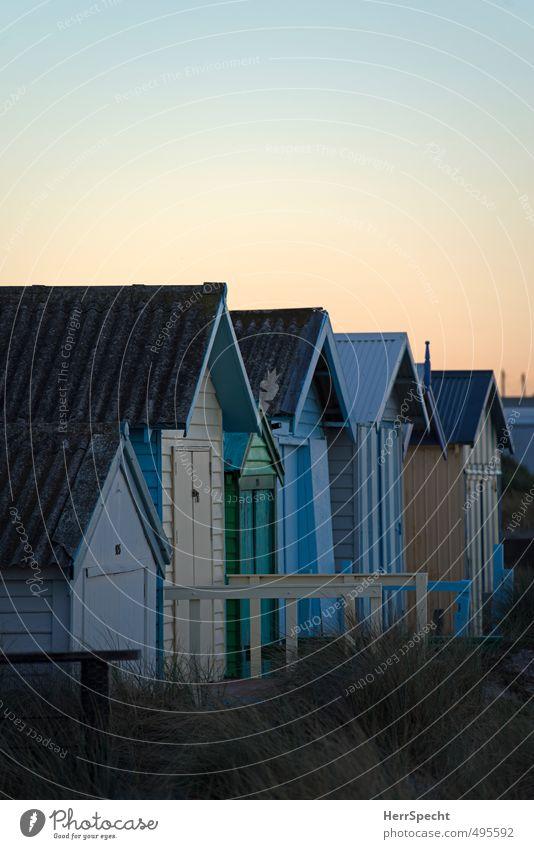Mornington morning with beach boxes Himmel blau alt schön grün Farbe Sommer Strand Haus außergewöhnlich Schönes Wetter ästhetisch Dach einzigartig retro Bucht