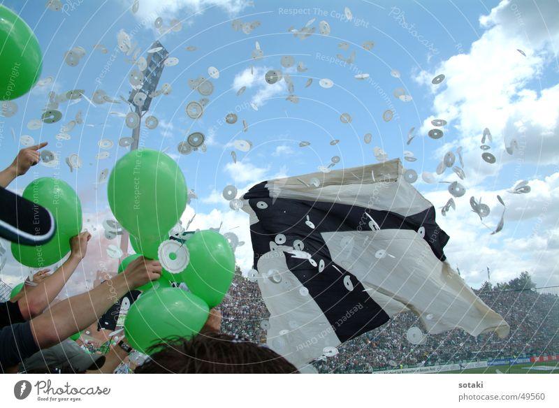 Jubel Fußball Luftballon Fahne Applaus Konfetti Bundesliga Mönchengladbach Bökelbergstadion