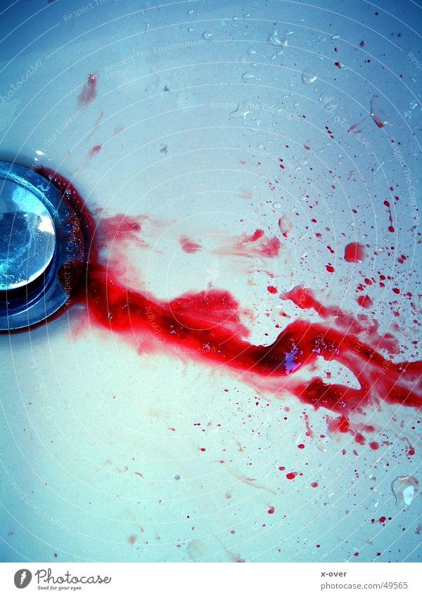 Blut rot Tod Wassertropfen Trauer Bad Flüssigkeit Abfluss verlieren Mord Waschbecken Totschlag