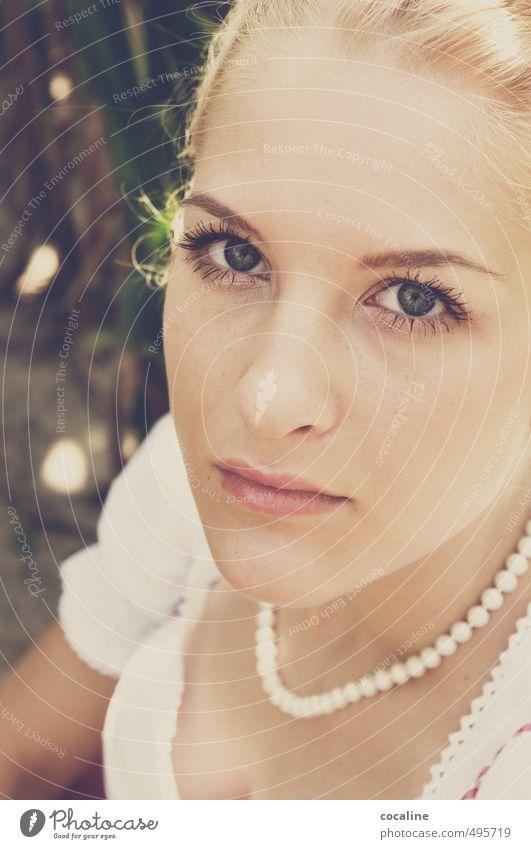 Ode an die Schönheit Mensch Jugendliche schön Einsamkeit Junge Frau ruhig 18-30 Jahre Erwachsene Leben Gefühle Traurigkeit feminin Kopf Stimmung blond Haut