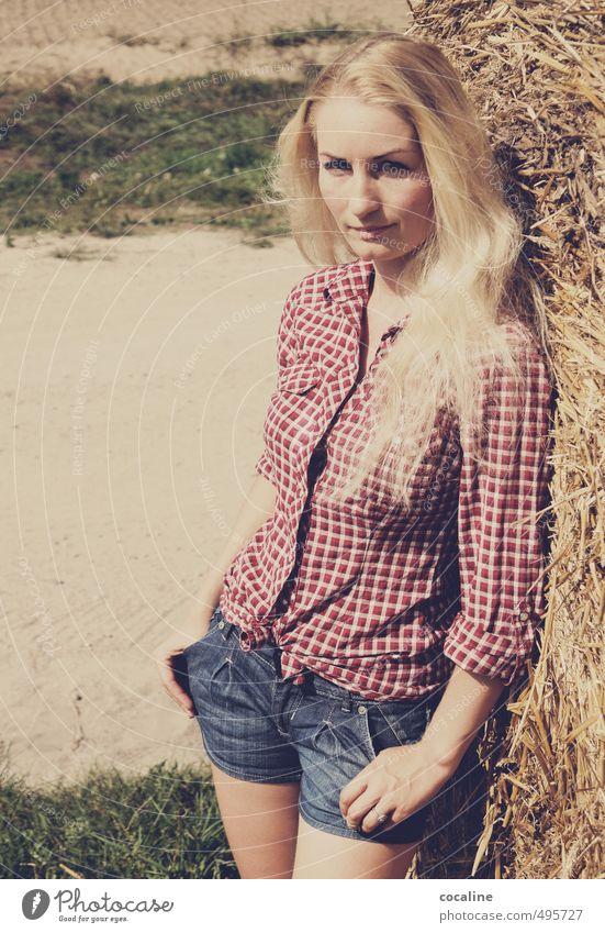 Wild Wild West Mensch Jugendliche schön Junge Frau Erwachsene feminin Freiheit natürlich Mode Stimmung Freizeit & Hobby Feld nachdenklich blond authentisch stehen