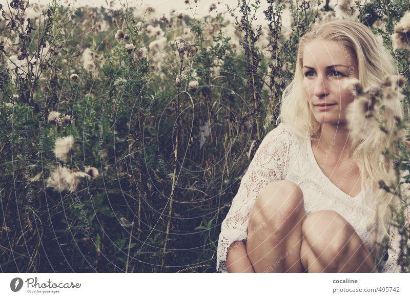 SinnesRausch Mensch Natur Jugendliche schön weiß Pflanze Einsamkeit Junge Frau Erwachsene Leben Traurigkeit feminin natürlich träumen Stimmung Angst