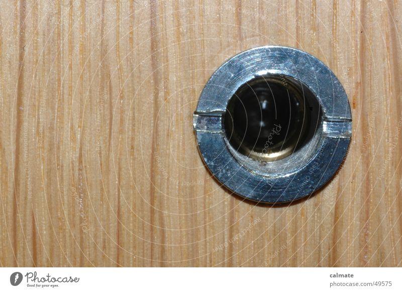 - ist da jemand - Loch Holz Eingangstür Besucher Holztür Spitzel unerwünschter besuch furnier Metallring door