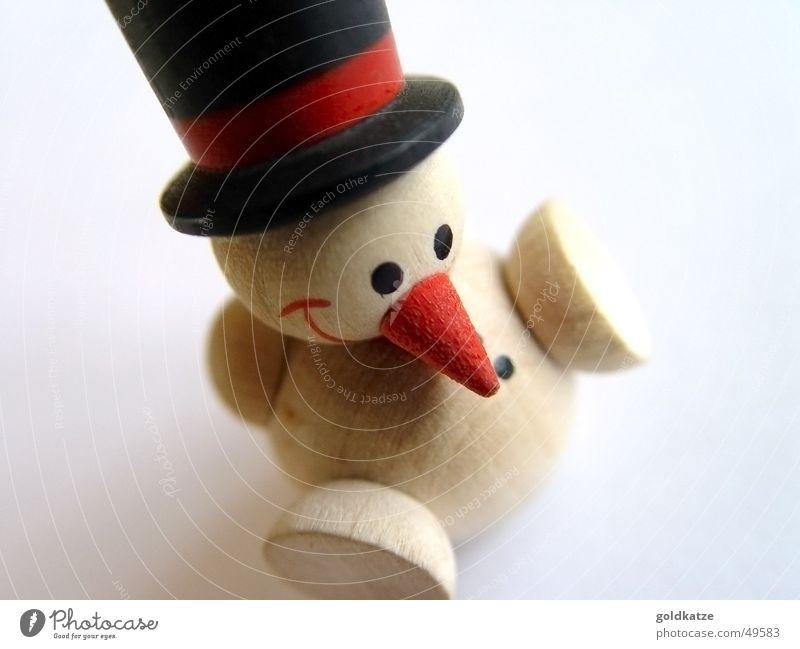 kleiner schneemann Glück Spielen Winter Schnee Dekoration & Verzierung Spielzeug Kitsch Krimskrams Holz Coolness frisch kalt lustig niedlich rot weiß Freude