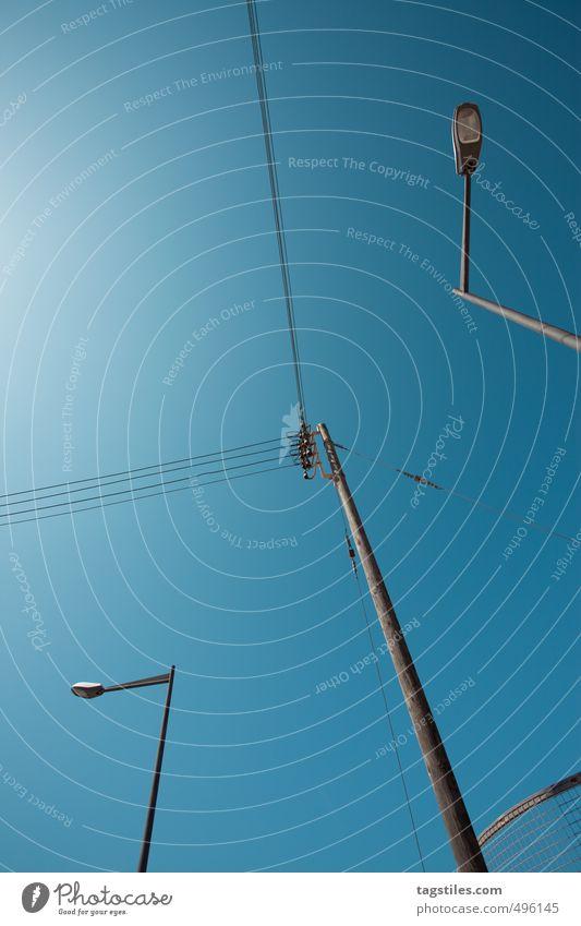STREET LINES Himmel Stadt blau Himmel (Jenseits) Sonne Straßenbeleuchtung Spanien Laterne Strommast Balearen parallel Menorca abstrakt Ciudadella