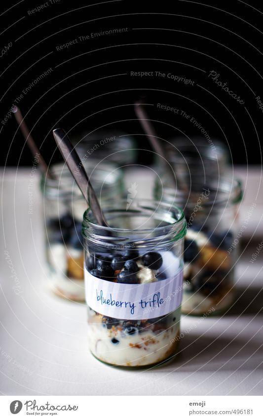 blueberry trifle Frucht Dessert Süßwaren Ernährung Picknick Glas lecker süß Blaubeeren Farbfoto Innenaufnahme Studioaufnahme Textfreiraum oben