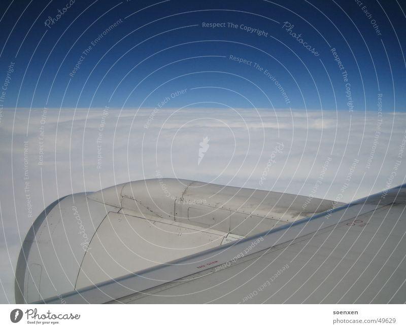Flockige Turbine Flugzeug Himmel Abdeckung Wolken Skyline sky airplane Flügel fliegen blau blue white Ferne Ferien & Urlaub & Reisen Freiheit