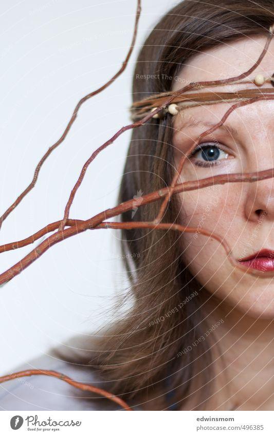 Herbstlich. Mensch Frau rot ruhig Gesicht Erwachsene Auge feminin Haare & Frisuren natürlich träumen braun blond Sehnsucht langhaarig Fernweh