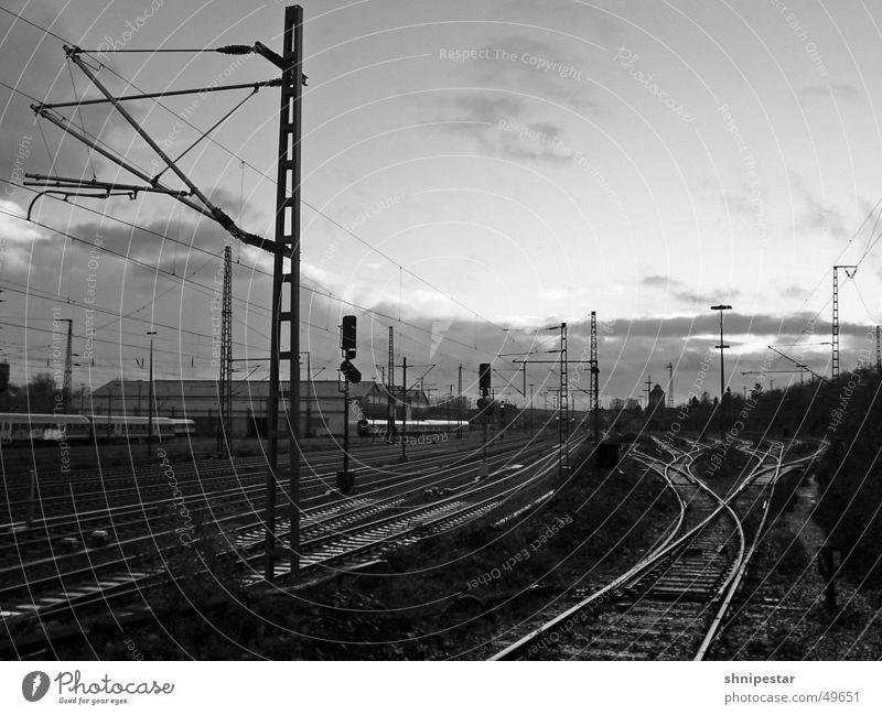 Osnabrücker Yard Schwarzweißfoto Außenaufnahme Menschenleer Textfreiraum rechts Textfreiraum oben Wirtschaft Industrie Güterverkehr & Logistik