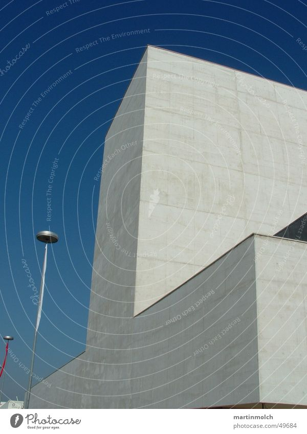 Gebäude Beton Lissabon Portugal Himmel blau Klarheit Messe