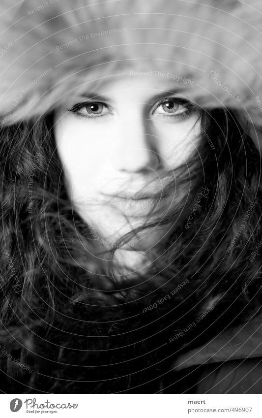 woman's world feminin Junge Frau Jugendliche Kopf Auge 1 Mensch 18-30 Jahre Erwachsene Fell Kapuze brünett langhaarig Locken ästhetisch Erotik wild