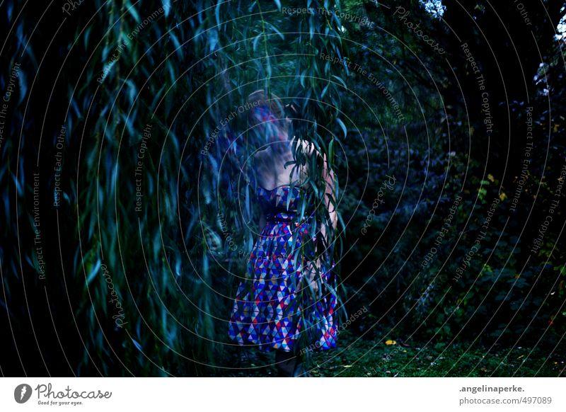 this world isn´t real II Trauerweide Baum dunkel verschwunden träumen Mädchen Kleid mystisch