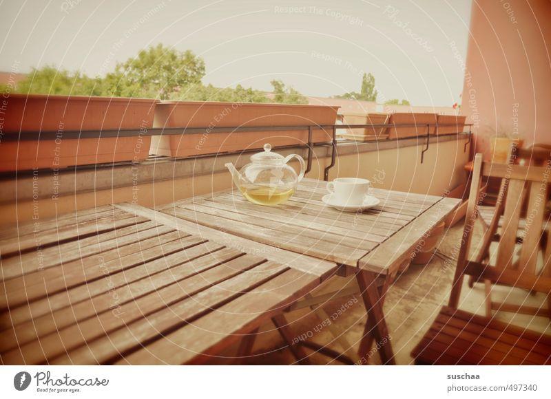 tschüss, liebe anne ... Stadt Gebäude Holz braun Tisch ausdruckslos Balkon Kot Teekanne Teetasse