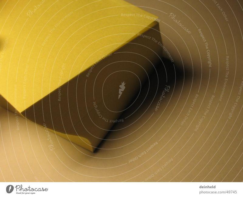 Gelbe Zettel gelb Arbeit & Erwerbstätigkeit planen Kommunizieren Schreibtisch Arbeitsplatz gekrümmt Aufgabe