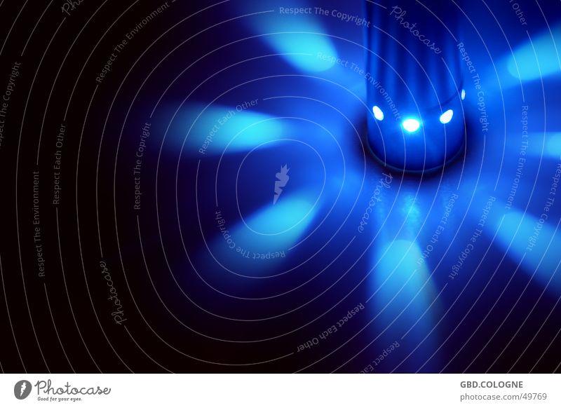 LED-UFO blau Farbe Beleuchtung Kreis Energiewirtschaft grell Leuchtdiode Lichtpunkt Taschenlampe Lichtstrahl Indirektes Licht