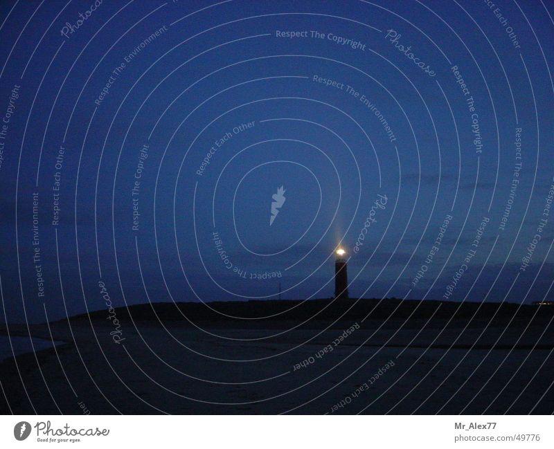 Leuchtturm Licht Dämmerung dunkel schwarz Seemann Natur Landschaft blau nena Wasserfahrzeug