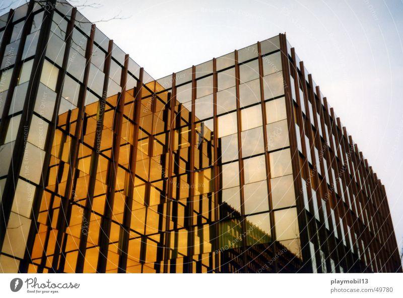 City Nord Fenster Gebäude braun orange Glas gold Hochhaus Hamburg Fassade Industriefotografie beige Linse Firmengebäude Glasfassade