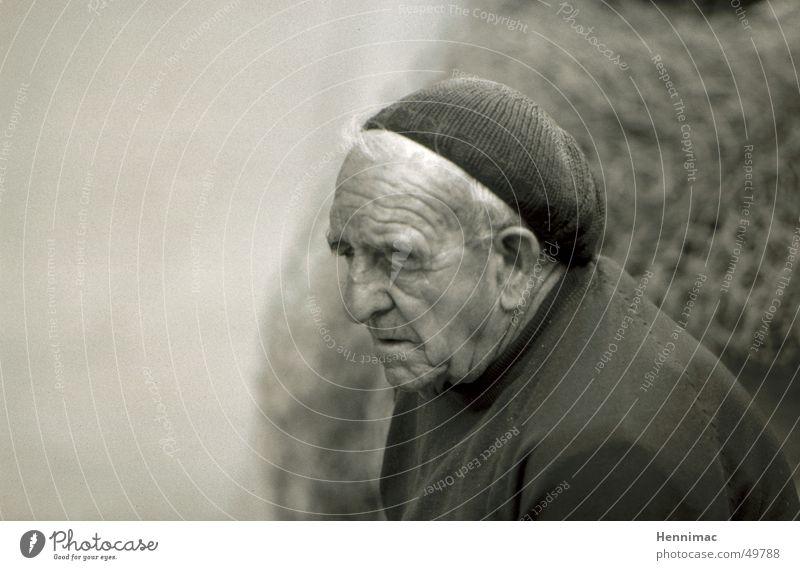 Vergangenheit. Mann alt Erwachsene Gesicht Tod Senior grau träumen Hautfalten Ende Falte Müdigkeit Jahr Großvater Gedanke Respekt