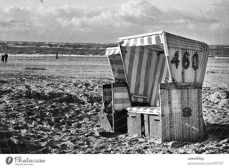 frische Brise Strand Meer See Wolken Korb Strandkorb Saisonende Streifen Einsamkeit ruhig Ferien & Urlaub & Reisen Wind Wasser Sand Himmel Nordsee