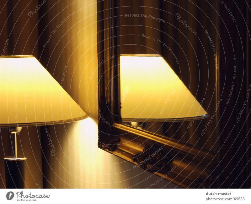 In the mirror #1 Lampe Licht Fotografie Spiegel Reflexion & Spiegelung gelb Tapete Glühbirne Romantik Hotel Gefühle Gelassenheit dunkel Klassik Geschwindigkeit