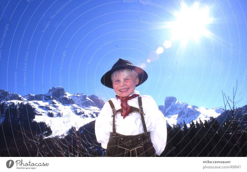 huihodare Kind Freude Winter Leben Berge u. Gebirge lachen Tanzen Zähne Romantik Kitsch Alpen Hut Leder Tradition Tuch blenden