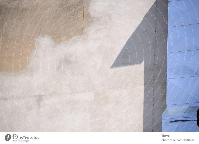 ...und 1! blau Wand 1 Mauer grau Industrieanlage Schacht Dunstabzug
