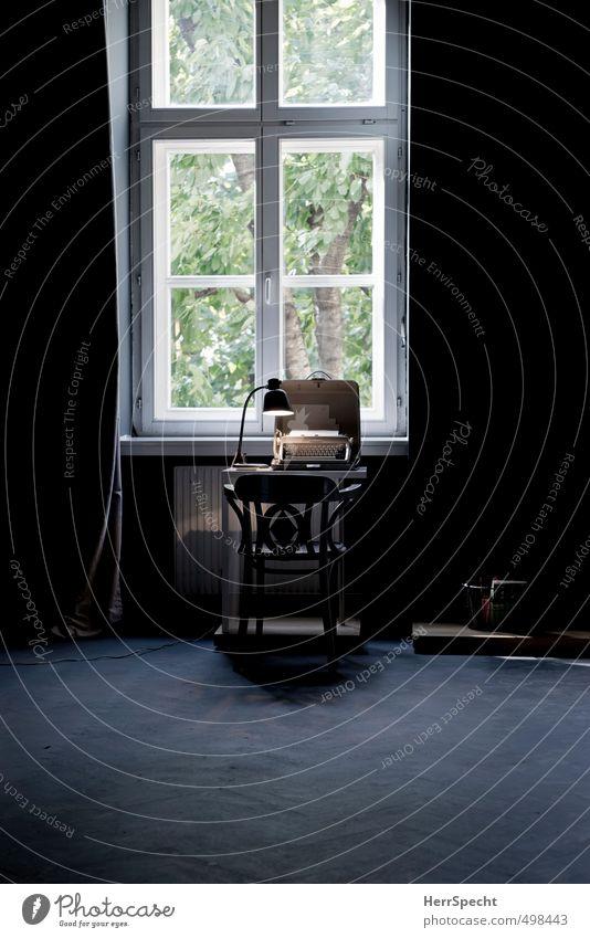 Workspace Häusliches Leben Wohnung Innenarchitektur Möbel Lampe Schreibtisch Stuhl Tisch Raum Fenster ästhetisch dunkel retro grau Schreibmaschine Vorhang