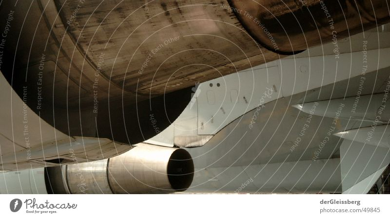antreibend, energising Triebwerke Flugzeug Düsenflugzeug Fluggerät Maschine Luftverkehr Antrieb Anschnitt Detailaufnahme Bildausschnitt